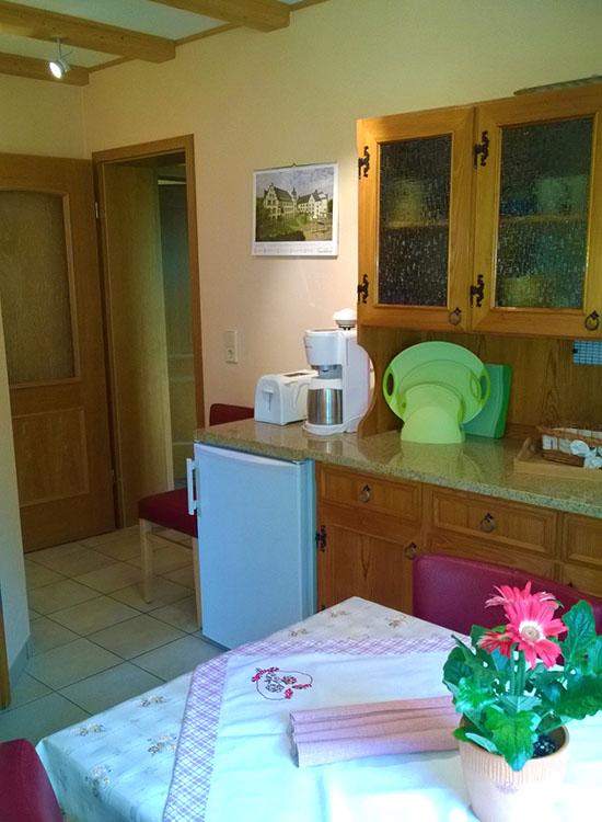 Küche Mit Spüle Und Herd ~ fewo kücheneinrichtung ferienwohnung saaletalblick de